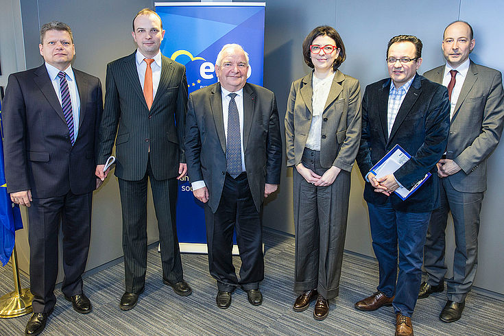 Delegationsteilnehmer: Daniel Seiberling, Iegor Soboliew, Joseph Daul (Präsident der Europäischen Volkspartei), Oksana Syroid, Oleh Bereyzuk und Dr. Markus Ehm (HSS Brüssel)