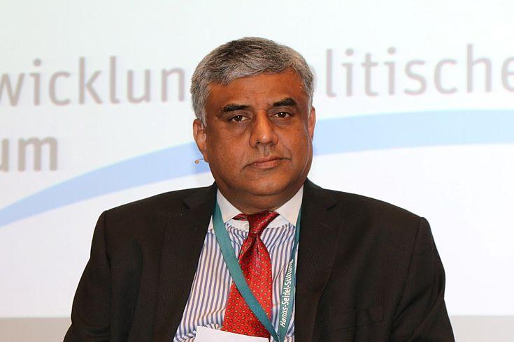 Der indische Abgeordnete Rajeev Gowda zeigt die Strukturen der größten förderalen Nation auf.