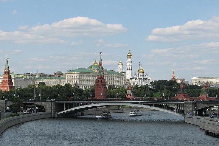 Panorama der Stadt Moskau mit einer Ansicht des Kremls und dem Fluss Moskwa.