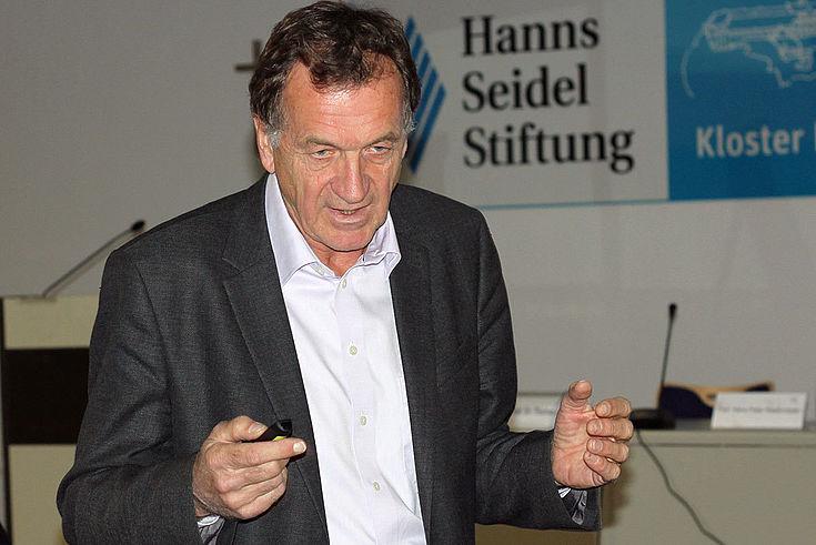 Thomas Löscher, Spezialist für Tropen- und Infektionskrankheiten