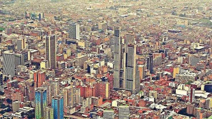 Ansicht der Hauptstadt Kolumbiens, Bogota. Downtown im Mittelpunkt.