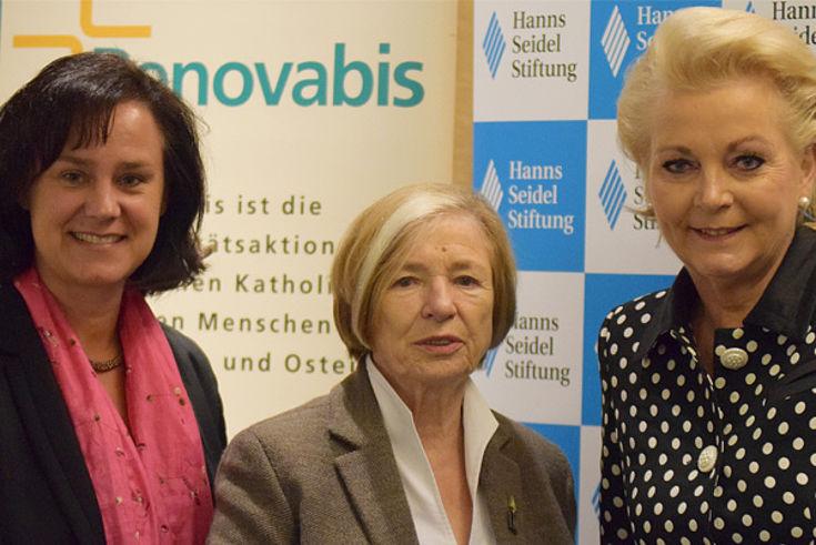 Ute Eiling-Hütig, Ursula Männle, Gabriele Bauer (v.l.)