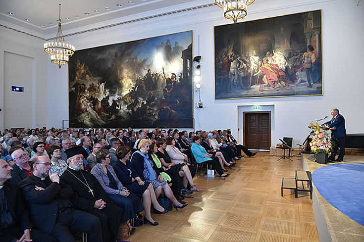 Wegen großen Andrangs wurde die Veranstaltung per Video vom Senats- in den Plenarsaal übertragen. © Bildarchiv Bayerischer Landtag, Foto: Ralf Poss