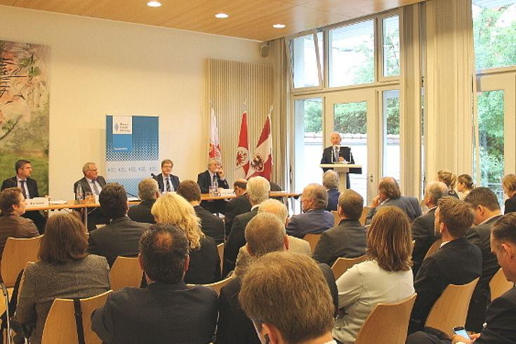 Blick in den Konferenzsaal der Europaregion Tirol-Südtirol-Trentino