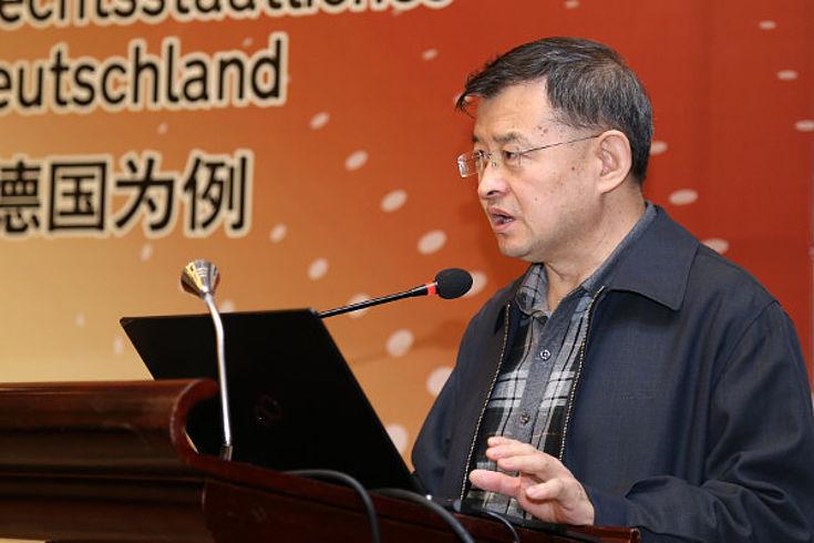 Jiang Xiaochuan referiert über Aufgaben und Fragestellungen der Justizreform in China
