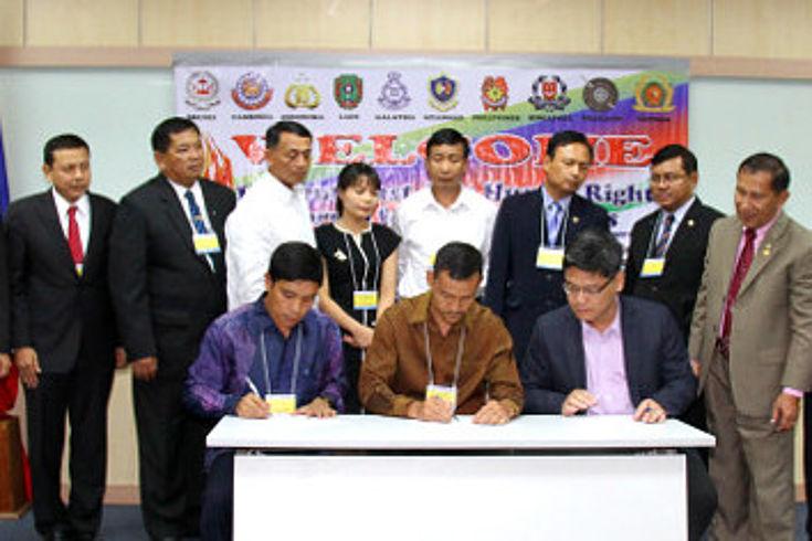 Unterzeichnung der gemeinsamen Erklärung über die Achtung der Menschenrechte