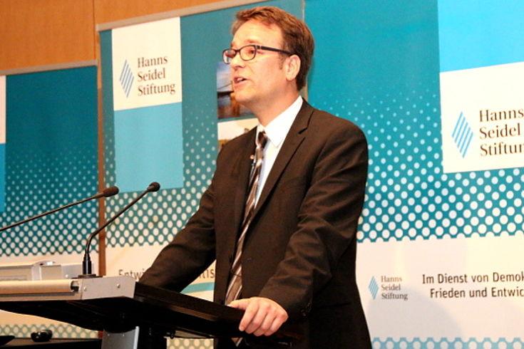 Hendrik Denker, Referent im Bundesministerium für wirtschaftliche Zusammenarbeit und Entwicklung (BMZ)