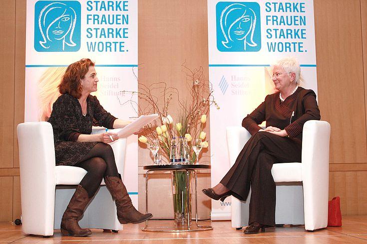 """""""Starke Frauen - Starke Worte"""" BR-Journalistin Daniela Arnu und Bundestagsvizepräsidentin Gerda Hasselfeldt im Gespräch"""