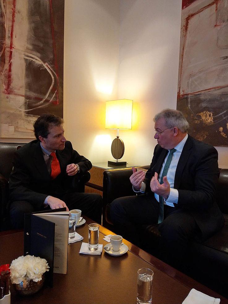 """Sebastian Maillard (links), Direktor des Jacques Delors Instituts aus Paris: """"Die USA wird nicht immer da sein, um uns zu schützen."""""""