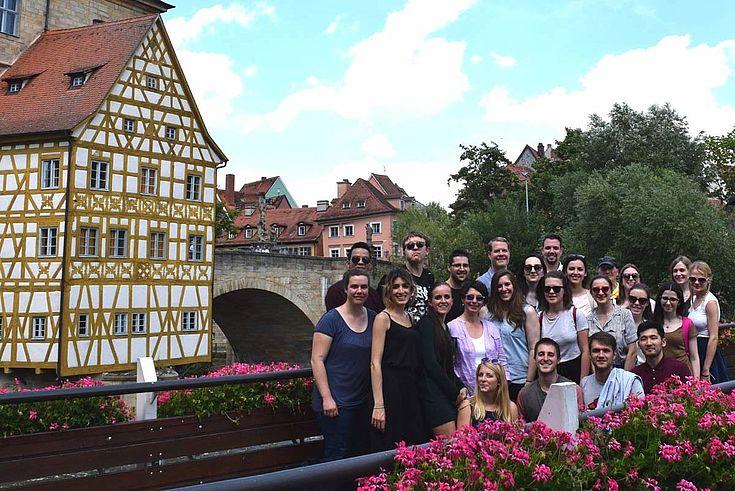 Blauer Himmel und Fachwerk: Das malerische Bamberg