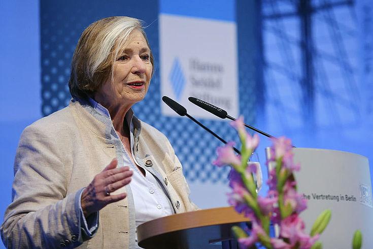 HSS-Vorsitzende Ursula Männle betonte die internationale Dimension der Sicherheitsdebatte.