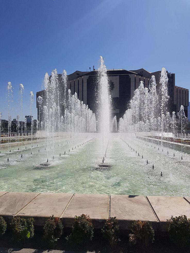 Wasserspiele vor dem Nationalen Kulturpalast in Sofia