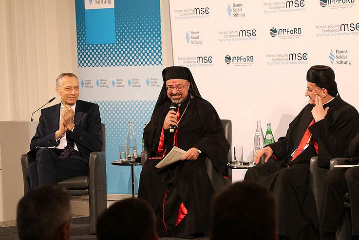 S.S. Ibrahim Isaac Sidrak (Mitte) ist seit 2013 Koptischer Patriarch von Alexandria mit Sitz in Kairo. Er ist damit das Oberhaupt der katholischen Kopten Ägyptens. Er wurde 1980 in Assiut zum Priester geweiht und 2002 zum Bischof von Minya bestellt. 2017 wurde er zudem zum apostolischen Verwalter von Gizeh ernannt.