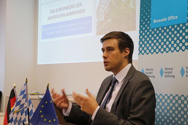 Förderprogramme der EU haben oft ein eigenwilliges Leben, ließ sich aus den Referaten von Thomas Fritz vom Europa-Büro der bayerischen Kommunen …