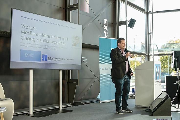 """""""Die Digitalisierung steckt erst am Anfang. Es wird wichtig sein, an Medieninnovationen ständig dranzubleiben."""" (Prof. Markus Kaiser, OTH-Nürnberg)"""
