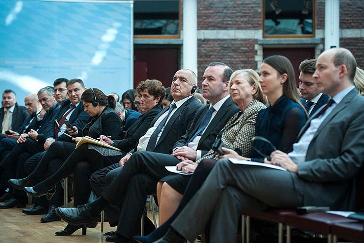 Erste Reihe des Plenums mit Weber, Männle, Ehm und dem bulgarischen Ministerpräsidenten