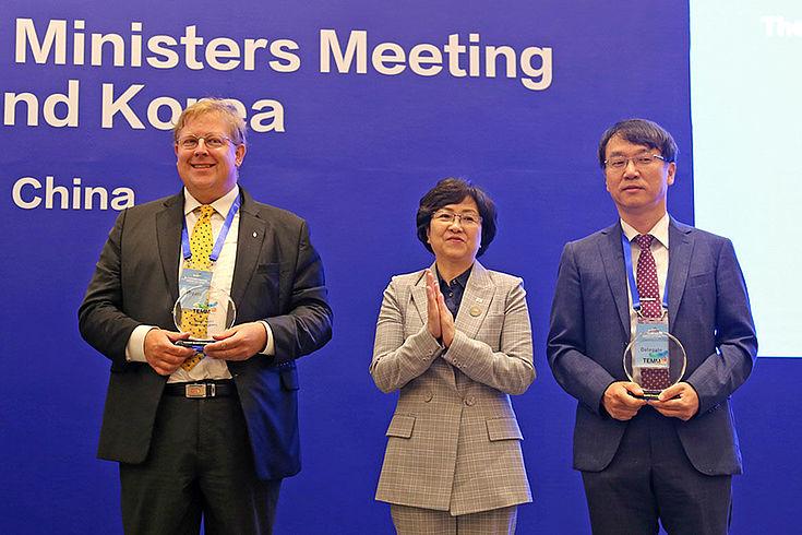 Seliger, Eunkyung und Prof. Kim Chol-Hee rechts.
