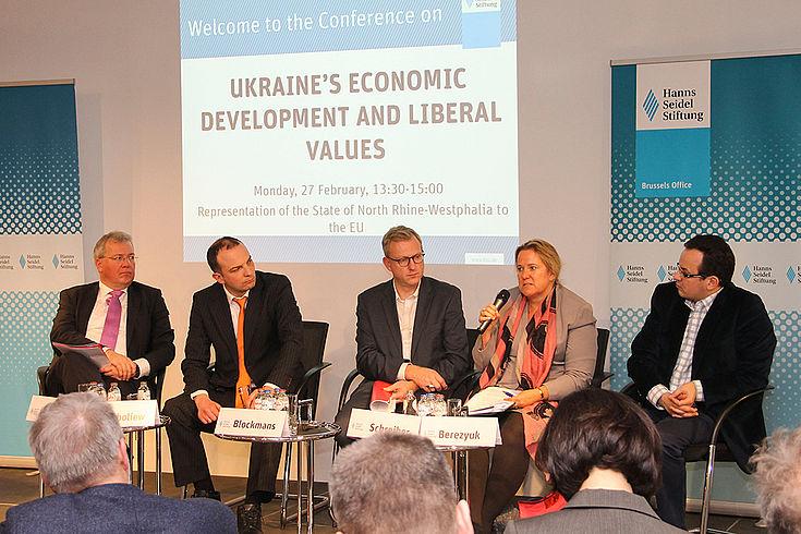 Panel mit Markus Ferber, Iegor Soboliew, Steven Blockmans, Kristin Schreiber und Oleh Bereyzuk