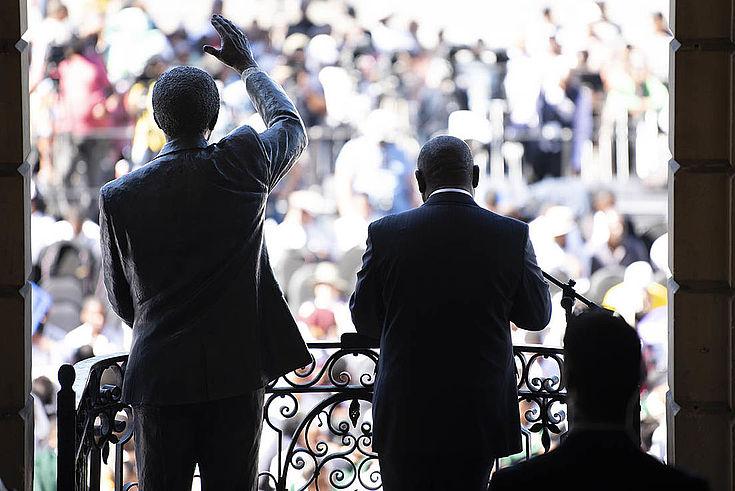 Präsident Cyril Ramaphosa stand schon vor 30 Jahren neben Nelson Mandela, als jener seine berühmte Rede an die Nation hielt und das Land mit sich selber zu versöhnen begann.