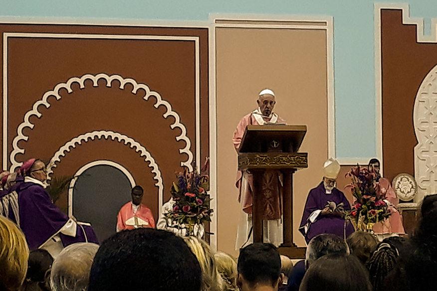 Papst Franziskus feiert zum Abschluss seines Besuches in Marokko eine Messe