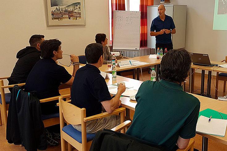 Führungskräfte des ISSP diskutieren Kollegen der Bayerischen Bereitschaftspolizei neue Konzepte der Ausbildung