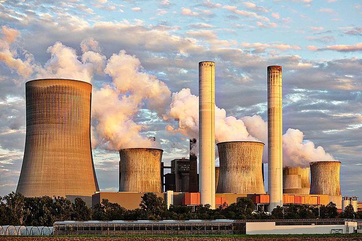 Mehr strategische Debatten sind notwendig. Und zwar in Deutschland, Europa und weltweit. So können Staaten und Wirtschaft für die Energiewende gewonnen werden, so Umbach.