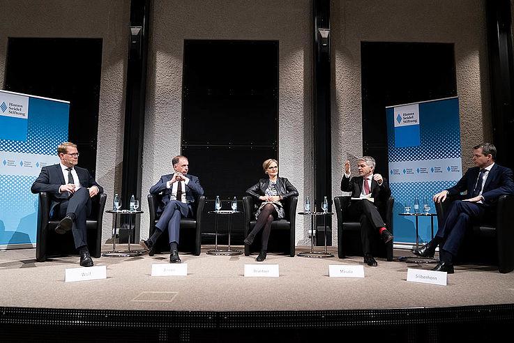 Einigkeit auf dem Podium in der Bayerischen Landesvertretung in Berlin: Der Zusammenhalt der Europäischen Union ist der Schlüssel zur internationalen Sicherheit.