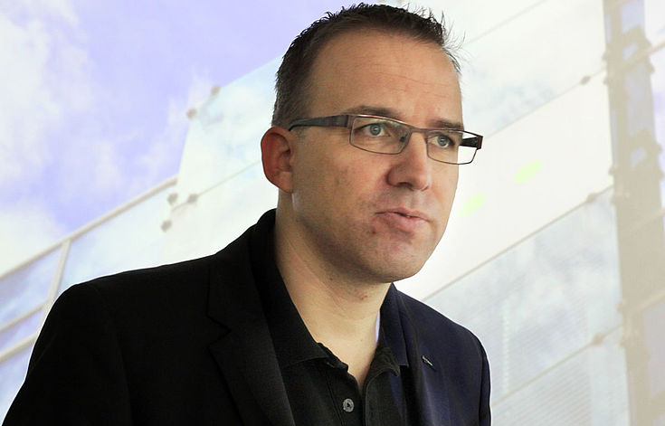 Chris Melzer führt durch den dpa-Newsroom