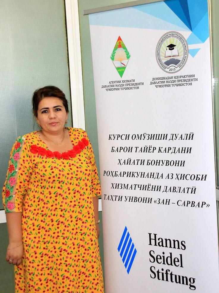 Parvia Tursunova ist nach ihrer Zusatzqualifikation Leiterin der Stadtteil-Verwaltung Navgilem der Stadt Isfara.