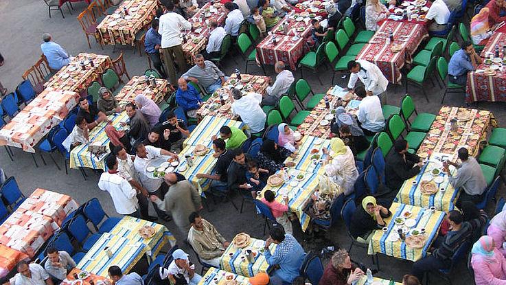 Der Fastenmonat Ramadan endet mit dem Zuckerfest, Eid al-Fitr, in diesem Jahr am 12. Mai. Drei Tage lang dauert das Fest, bei dem die Süßigkeit Baklava eine Rolle spielt.