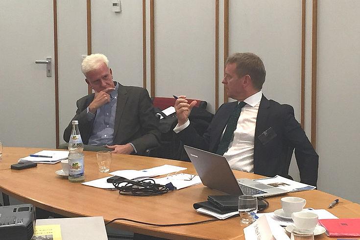 Stefan Huster und Matthias Jestaedt im Streitgespräch: Wieviel darf der Staat?