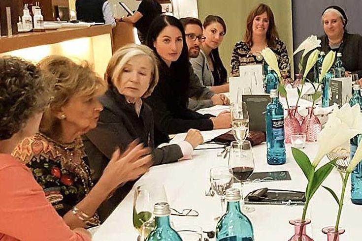 Dr. Charlotte Knobloch, Präsidentin der Israelitischen Kultusgemeinde München und Oberbayern und Prof. Ursula Männle, Vorsitzende der Hanns-Seidel-Stiftung mit den Gästen aus Israel im jüdischen Zentrum München