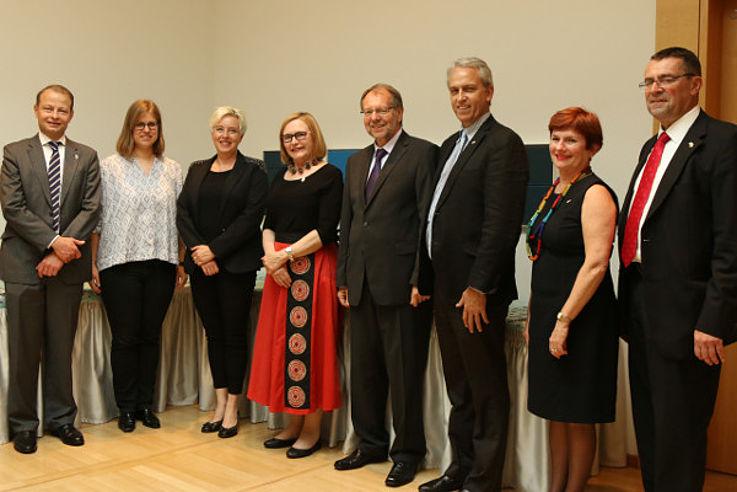 Wolf Krug (HSS Südafrika), Sina Wieser (HSS München), Susanne Luther mit Helen Zille und Peter Witterauf, Dirk Brand, Laurine Platzky und Klaus Liepert (HSS München)