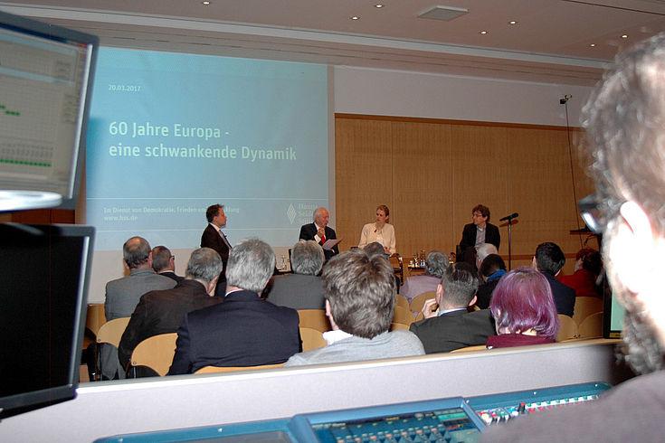 Veranstaltungsraum mit Zuhörern