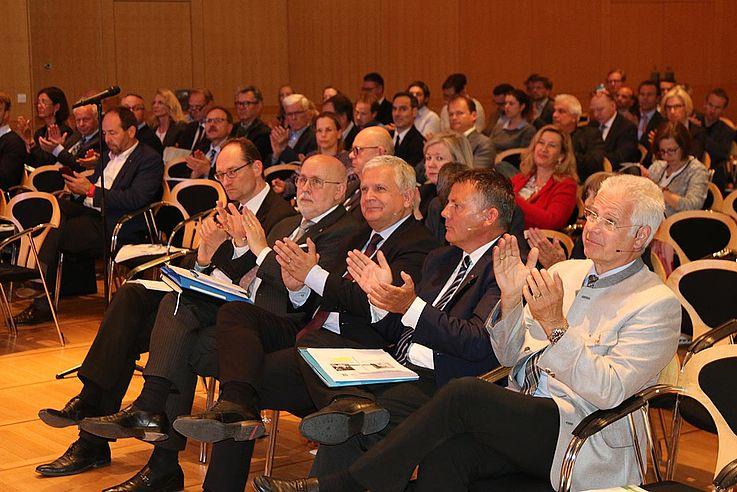 Die Forderungen finden bei den bestimmenden Vertretern des bayerischen Gesundheitswesens Beifall.