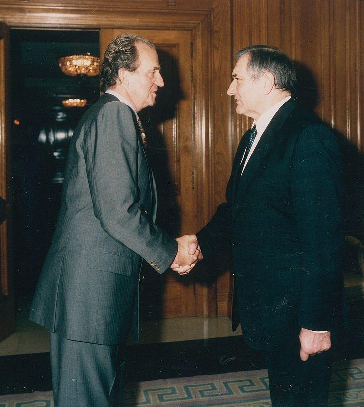 König Juan Carlos I. empfängt den Vorsitzenden Alfred Bayer am 12. Dezember 1994 in einer Privataudienz