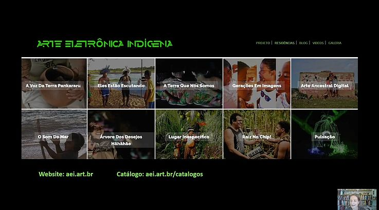 """Im Rahmen der Auftaktveranstaltung machte Thea Pitman bei der Vorstellung ihres Kunstprojekts """"Arte Electrônica Indígena"""" (AEI) auf die fehlende Sichtbarkeit marginalisierter Bevölkerungsgruppen aufmerksam und löste den vermeintlichen Widerspruch zwischen Digitalisierung und indigenen Kulturen auf."""