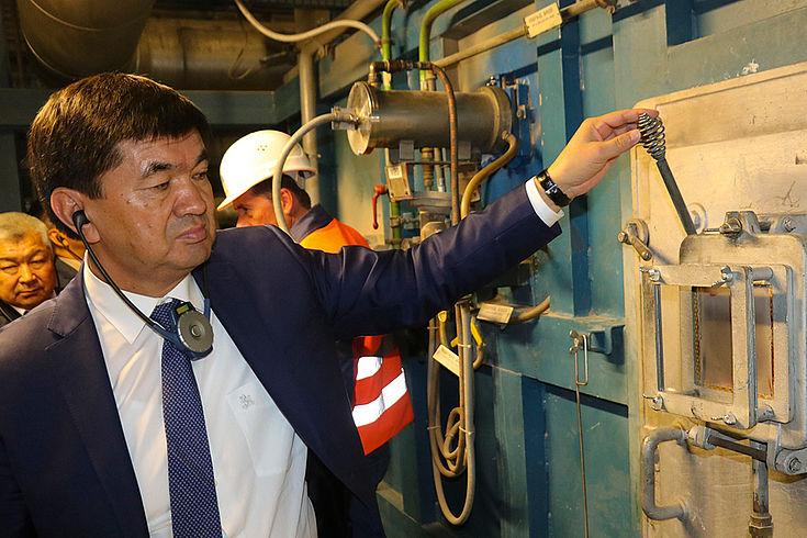 In der Müllverbrennungsanlage in Augsburg interessierten sich die Gäste aus Zentralasien für die Technik