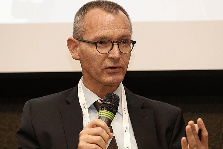 Dr. Ralf Roloff fordert eine kritische Sichtung der vorhandenen Konzepte für Sicherheit