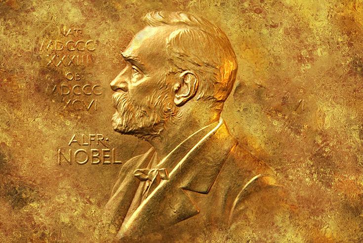 Goldene Plakette mit dem Konterfei von Alfred Nobel.