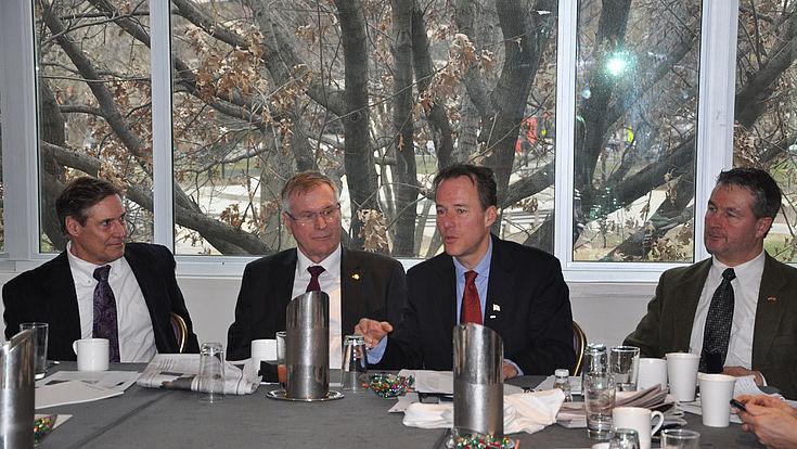 v.l.n.r.: Bruce Overton, US-Experte, VP Singhammer, Christian Forstner, Albert Weiler, MdB