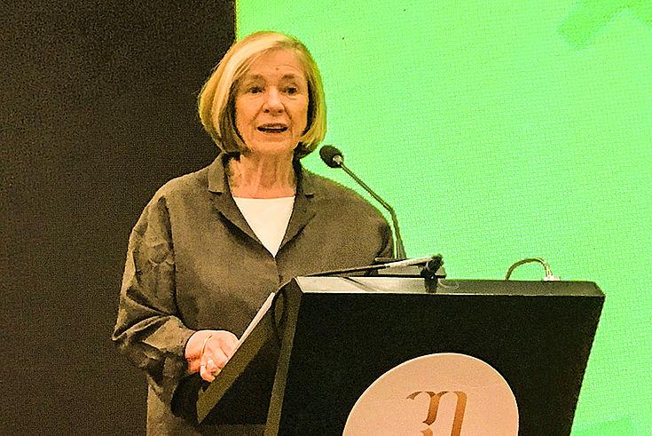 """Ursula Männle erläutert die berufliche Bildungsmaßnahmen der HSS während der Konferenz """"Made in China 2025 und Industrie 4.0"""""""