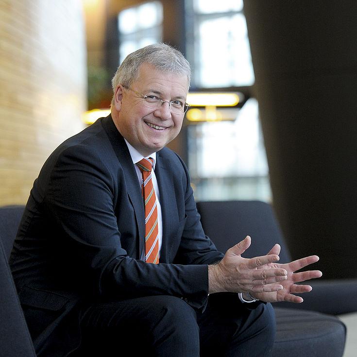 Markus Ferber:Sprecher des Parlamentskreises Mittelstand im Europäischen Parlament underster stellvertretender Vorsitzender des Ausschusses für Wirtschaft und Währung