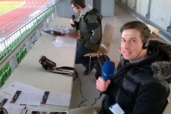 """""""Fußball muss jeder können"""" - Stipendiaten beim Spiel FC Eintracht Bamberg 2010 gegen den SV Seligenporten"""