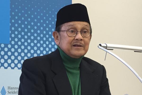 Bacharuddin Jusuf Habibie bei seinem Vortrag