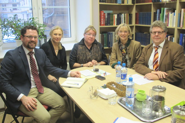 Gerhard Hopp, Hildegard Stadler vom bayerischen Journalistenverband, Elena Schemkowa, Carolina Trautner und Wolfgang Krell
