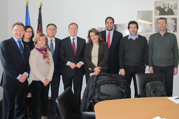 Thomas Rachel (Bildmitte) und die Gäste aus Griechenland