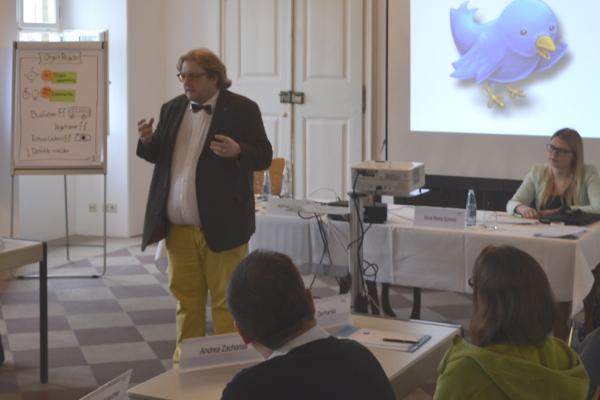 Spannende Diskussionen im Elternseminar zum Thema Social Media mit dem Referenten Matthias J. Lange