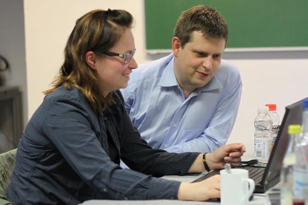 Markus Kaiser hilft bei der Materialaufbereitung.