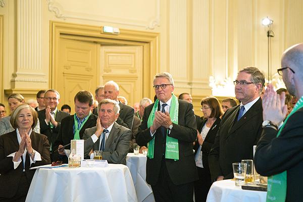 Auch unter den Gästen: Alois Glück mit Nachfolger Thomas Sternberg (Mitte)